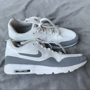 Nike air max perforated white and reflective gray